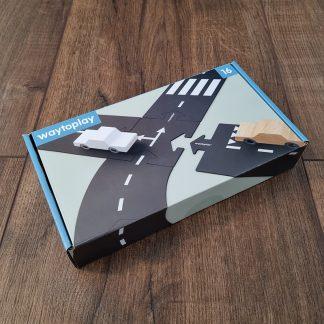 waytoplay expressway 16-delig verpakking liggend op een houten vloer